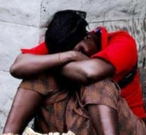 Une dizaine d'adolescents v*olent une prostitué à Yaoundé