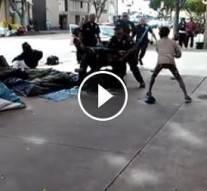 Vidéos: Un sans-abris noir sauvagement abattu par la police à Los Angeles