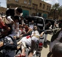 Yémen : 2 mosquées bombardées hier ont causé la mort de 142 musulmans