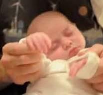 A huit mois, ce bébé pèse déjà 17 kilos