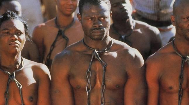 France : Les africains se sont rassemblés devant l'ambassade de Libye à Paris pour protester contre la vente des noirs en Libye