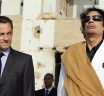 Mort de Kadhafi: des militants africains traînent Sarkozy devant la CPI