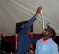 Un pasteur sud-africain fait manger des serpents vivants à ses fidèles