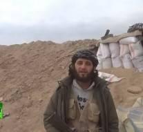 Un responsable du Front al-Nosra tué en pleine interview (Vidéo)