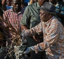 Il est honteux que nous dépensions tant d'argent pour célébrer 54 ans d'indépendance quand notre peuple meurt du choléra