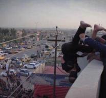 Encore, un adolescent homosexuel jeté d'un toit par Daech