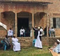 Ouganda : Des chrétiens ont fait une collecte de fond pour rénover une  vieille mosquée de 80 ans.