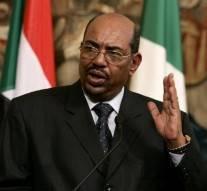 Omar el-Béchir à Moscou, il demande à la Russie de protéger le Soudan des États-Unis