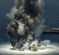 Le tout nouveau navire de guerre ultramoderne des Etats-Unis est bombardé