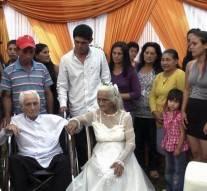 Il se marie à 103 ans avec sa copine de 99 ans après 80 ans de concubinage
