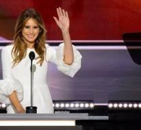 Des photos de l'épouse de Trump entièrement nυe publiées aux Etats-Unis