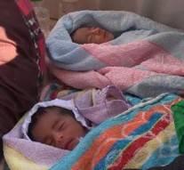 Elle met au monde 6 jumeaux après 17 ans d'infertilité