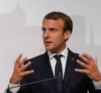 Macron déclare être « l'égal de Poutine » et s'est fait traiter d'un petit connard par les internautes français