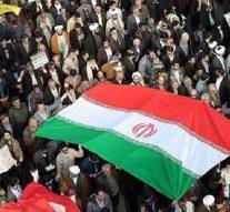 Les iraniens sont descendus en masse dans la rue pour soutenir le régime et défendre leur pays