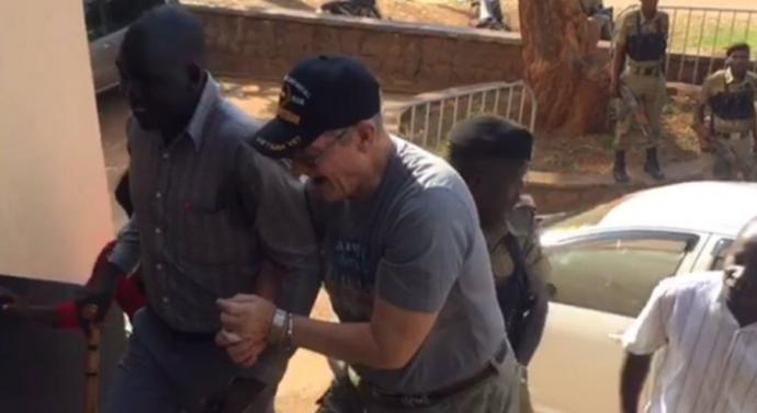 «Vous détestez Jésus, vous vous détestez»: un pasteur américain plaide non coupable d'agression en Ouganda