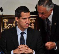 La Cour suprême du Venezuela a interdit au chef de l'opposition, Juan Guaidó, de quitter le pays et a gelé ses comptes bancaires.