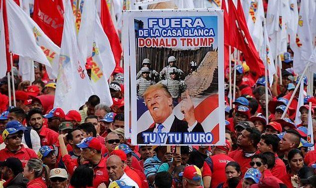 Les vénézuéliens sont descendus en masse dans la rue pour manifester contre la décision de Trump à l'encontre de Maduro