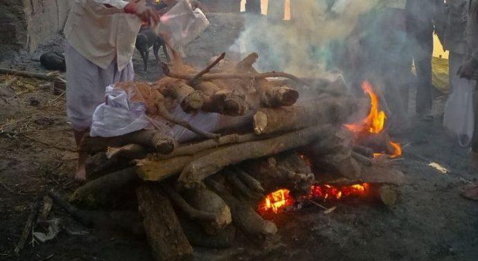 Inde : un « mort » se réveille lors de la crémation et meurt calciné