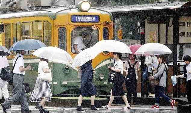 Toute la ville japonaise de 600 000 habitants est évacuée alors que la pluie suscite la crainte d'un glissement de terrain