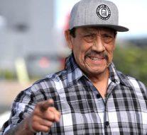 Héros d'action en direct: l'acteur Danny Trejo sauve un bébé pris au piège dans une voiture lors d'une collision à Los Angeles
