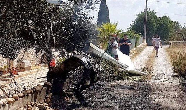 Au moins cinq personnes, dont un enfant, sont tuées dans un accident lors d'une collision entre un hélicoptère et un avion léger sur l'île de Majorque, en Espagne