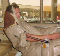 Un migrant cousu dans un siège de voiture pour traverser la frontière