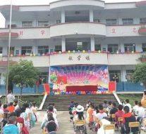 Huit enfants sont tués le premier jour de classe après qu'un homme qui «manie le fendoir» a fait irruption dans une école primaire chinoise