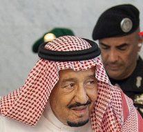 Le garde du corps du roi salman d'Arabie saoudite est abattu et sept autres sont blessés au cours d'une «dispute personnelle»