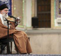 Le guide suprême iranien jure de massacrer les américains après le lancement de 22 missiles sur deux bases américaines en Irak