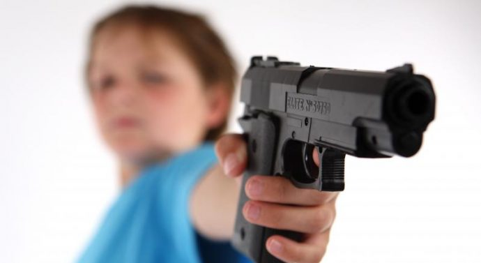 Un garçon de 11 ans abat son enseignant et blesse quatre élèves avant de se suicider dans une école
