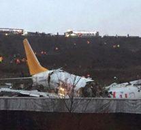 Un avion avec 177 passagers à bord  se brise en 3 morceaux avant de prendre feu à Istanbul