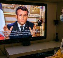 Emmanuel Macron ordonne la fermeture de toutes les écoles en France et prévient qu'il pourrait même fermer les frontières du pays pour contrôler le coronavirus