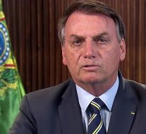 Le president brésilien Bolsonaro présente des symptômes de Covid-19
