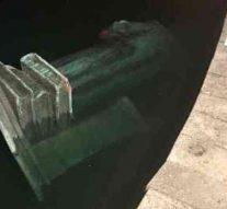 Une statue de Christophe Colomb démolie, jetée dans le lac par des manifestants