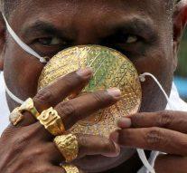 Covid-19: Pour se protéger, un riche indien opte pour un masque en or